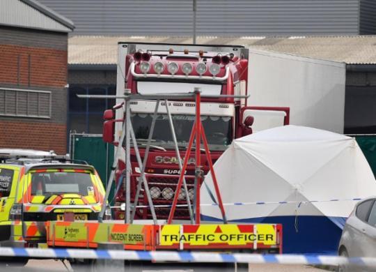 Polícia encontra 39 corpos em caminhão no Reino Unido | Ben Stansall | AFP