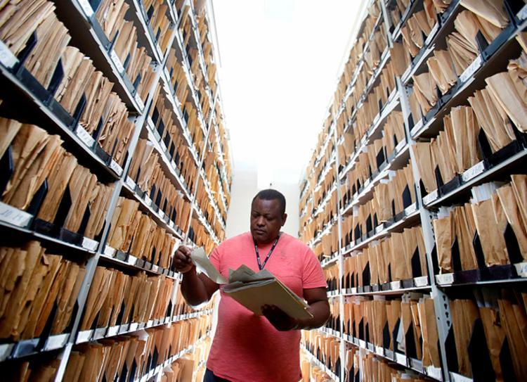 Centro de Documentação conserva 107 anos do Grupo A Tarde - Foto: Raul Spinassé | Ag. A TARDE