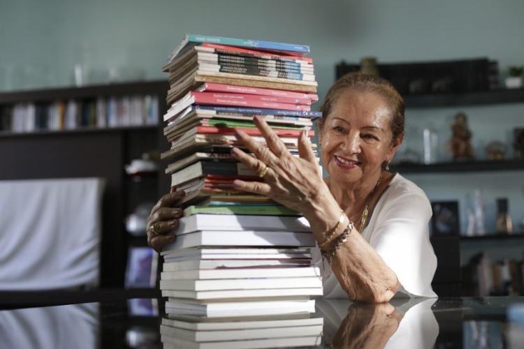 Homenageada pela Flica deste ano, a escritora publicou seu primeiro livro há 40 anos - Foto: Raul Spinassé / Ag. A TARDE