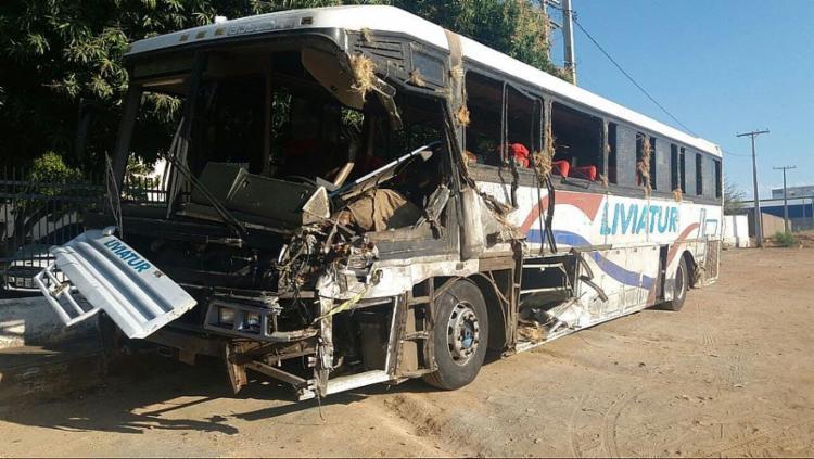 O ônibus envolvido no acidente tinha pelo menos 20 estudantes além do motorista - Foto: William Silva | Radar030