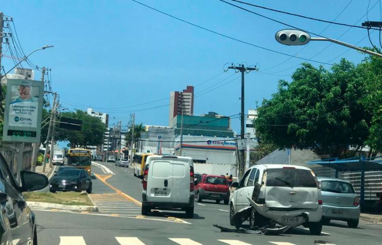 Fluxo de veículos seguiu normalmente no local - Foto: Ashley Malia | Ag. A TARDE