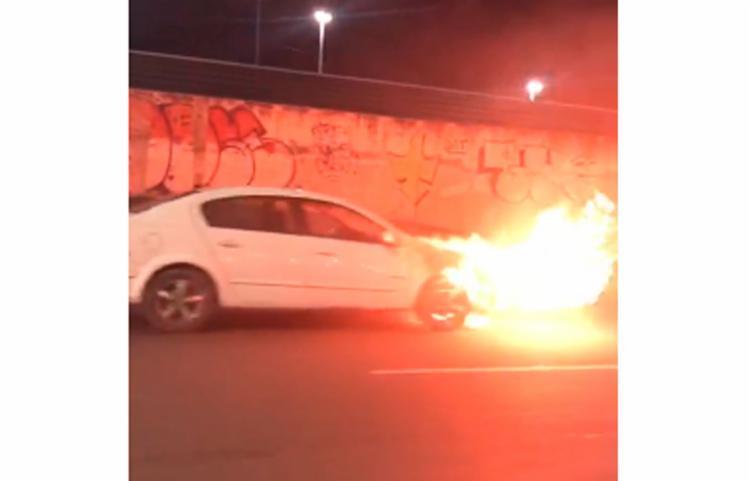 Veículo foi consumido pelas chamas - Foto: Reprodução