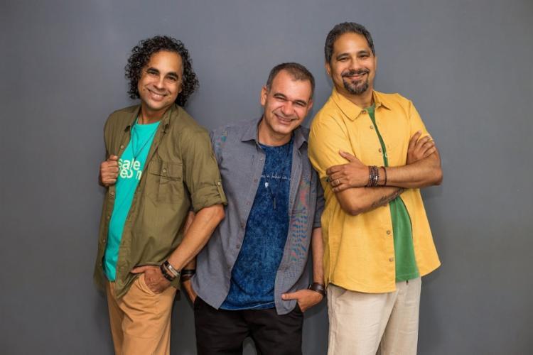 O cantor Sérgio Nunes(dir.) esteve pela primeira vez no Grupo A TARDE para divulgar o novo trabalho - Foto: Divulgação