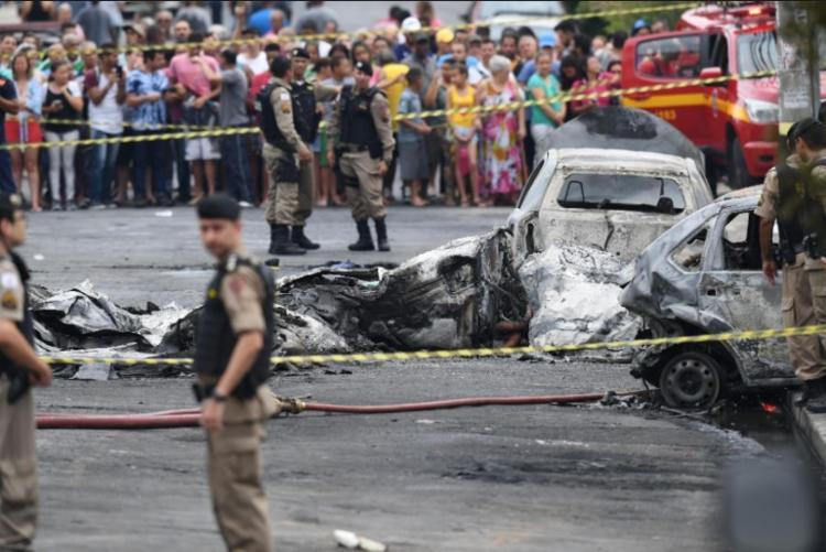 No acidente houve uma explosão e três veículos se incendiaram - Foto: Alex de Jesus | O TEMPO | ESTADÃO CONTEÚDO
