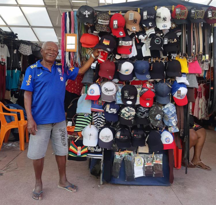 Seu José, 85, trabalha para poder ajudar netos e filhos, sempre que necessário