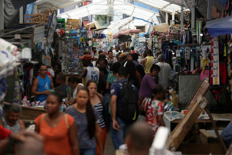 Sem emprego, trabalhadores migram para a informalidade - Foto: Raul Spinassé | Ag. A TARDE