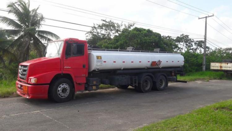 O caminhão estaria carregado com 10 mil litros de gasolina e cinco mil de etanol - Foto: Sefaz-BA   Divulgação