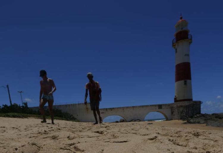 Praia de Itapuã está entre as áreas que devem ser evitadas - Foto: Rafael Martins | Ag: A TARDE