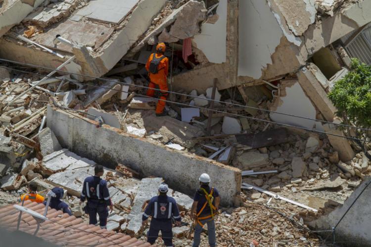 O Corpo de Bombeiros atua com 130 homens, que se revezam nas buscas - Foto: Rodrigo Patrocinio | AFP