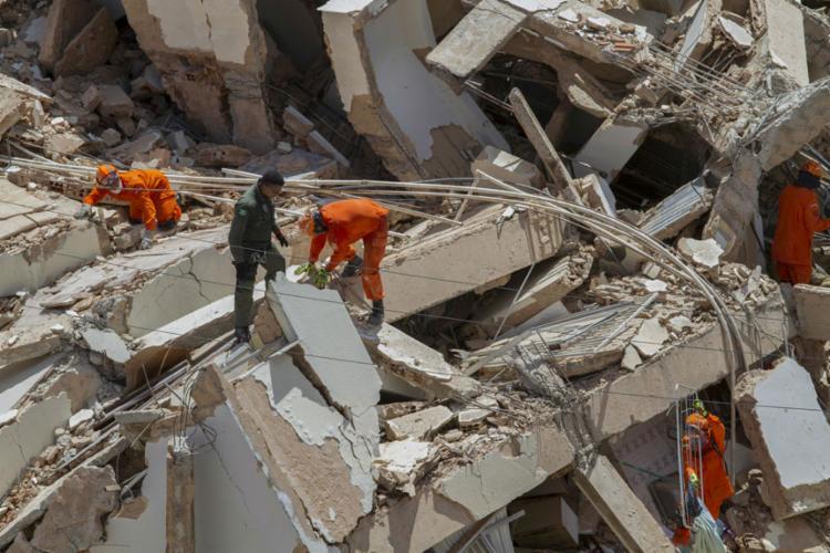 O prédio desabou na manhã de terça-feira, 15, por volta das 10h30 - Foto: Rodrigo Patrocinio   AFP