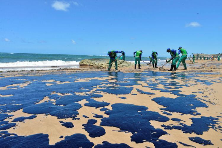 Segundo o Ibama, 72 municípios de nove estados tiveram suas praias afetadas - Foto: Shirley Stolze | Ag. A TARDE