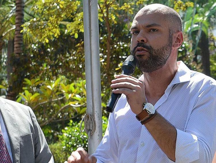 O prefeito, de 39 anos, não pediu licença do cargo para fazer o tratamento - Foto: Rovena Rosa | Agência Brasil