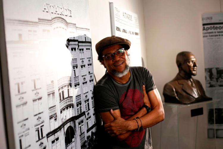 Artista fará intervenção artística na capa do impresso, que tornará a edição comemorativa rara - Foto: Raul Spinassé | Ag A TARDE