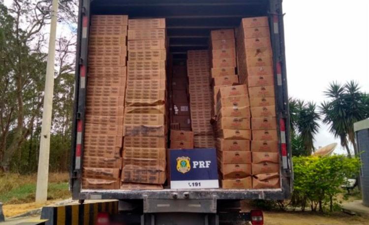 A mercadoria era transportada de forma oculta, encoberta por uma carga de doces - Foto: Divulgação | PRF
