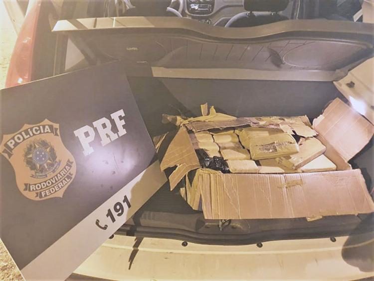 Suspeitos só foram detidos após 8 km de perseguição - Foto: Divulgação | PRF