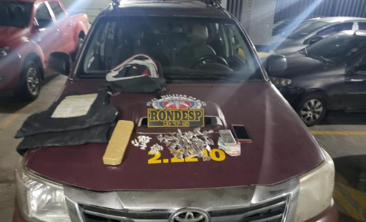 Homem foi cercado e preso em flagrante, após denúncia de tráfico de drogas na região - Foto: Divulgação | SSP