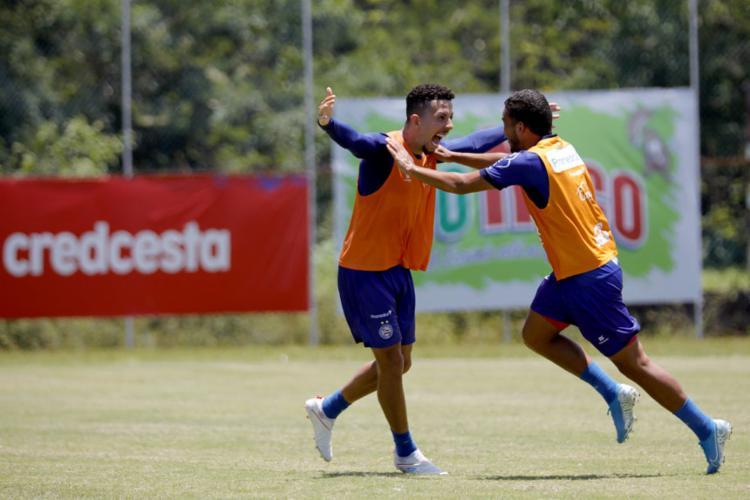 Flávio (esquerda) tem presença garantida no time titular. Já Marco Antônio deve entrar no decorrer do jogo - Foto: Felipe Oliveira | Divulgação