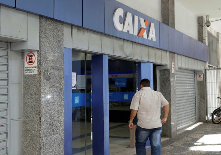 O banco estima que cerca de 33 milhões de trabalhadores receberão o crédito automático - Foto: Uendel Galter   Ag. A TARDE