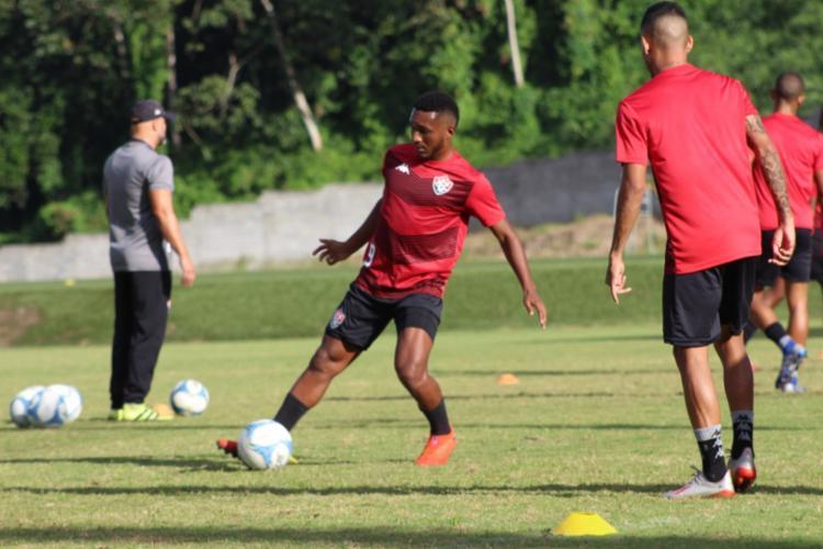 Apenas os jogadores que não atuaram na última partida desceram para o campo - Foto: Ascom | EC Vitória