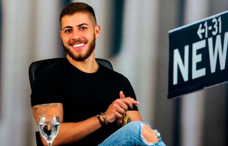 Murilo Henrique começou vendendo roupas e, atualmente, aposta no negócio em que acredita: o Clube da Navalha