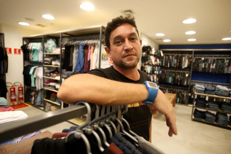 """Após trabalhar duas vezes como """"extra"""", Fernando foi efetivado - Foto: Felipe Iruatã l Ag. A TARDE"""