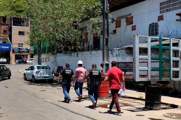 Técnicos identificaram e retiraram as fraudes que estavam desviando grande volume de água - Foto: Divulgação | Embasa