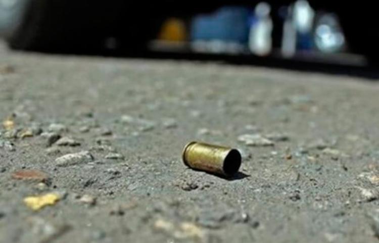 A vítima foi baleada no braço, mas não corre risco de morrer - Foto: Acorda Cidade