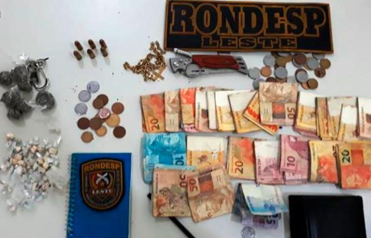 Bolsa foi deixada por grupo que fugia da polícia - Foto: Divulgação   Rondesp Leste