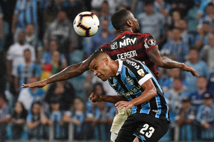 Equipes fizeram duelo disputado em Porto Alegre e deixaram a briga por vaga na final ainda em aberto - Foto: Itamar Aguiar l AFP