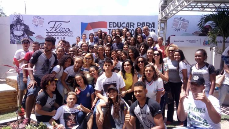 Estudantes agitaram a Festa Literária de Cahoeira no ano passado - Foto: Divulgação/Cláudia Oliveira