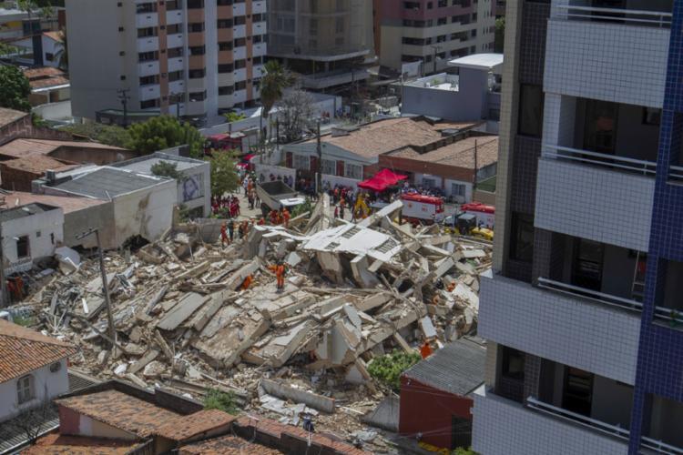 Prédio residencial de sete andares estava localizado em área nobre da capital cearense - Foto: Rodrigo Patrocínio | AFP