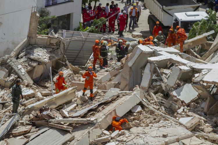 Nove pessoas já foram resgatadas com vida - Foto: Rodrigo Patrocínio | AFP