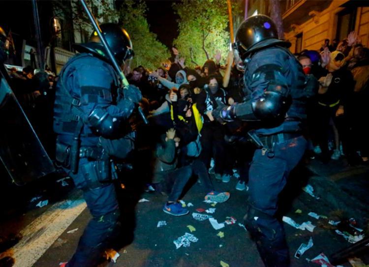 Catalunha vem enfrentando seguidos protestos desde a segunda-feira, 14 - Foto: Divulgação   AFP
