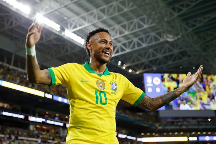 Pelo Brasil, Neymar marcou 61 vezes e está a cinco gols de igualar Zico, terceiro maior goleador da Seleção Brasileira - Foto: Michael Reaves | AFP