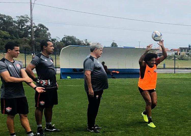 Com retornos de jogadores, Geninho não deve repetir equipe que venceu o Cuiabá - Foto: Divulgação l Vitória