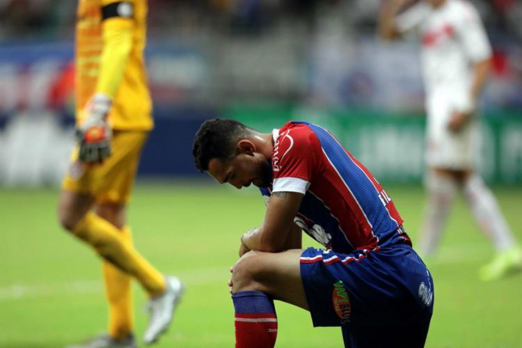 Gilberto chegou ao seu sétimo jogo seguido sem balançar a rede - Foto: Adilton Venegeroles | Ag. A TARDE