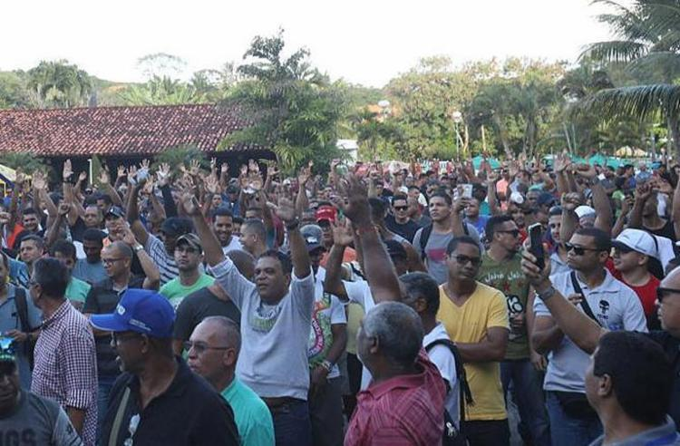 Associação anunciou paralisação, mas comando da PM negou greve - Foto: Felipe Iruatã | Ag. A TARDE