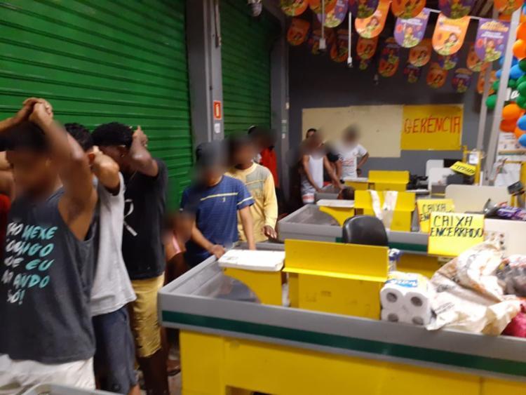 Suspeitos foram localizado no final de linha do bairro - Foto: Divulgação | SSP