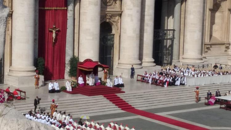Um dos momentos mais emocionantes foi a hora em que o papa aceitou formalmente o pedido de canonização - Foto: Cleidiana Ramos   Ag. A TARDE
