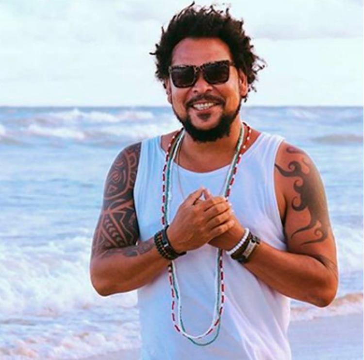 O artista baiano promete balançar o público com sua batida percussiva afro-baiana - Foto: Divulgação