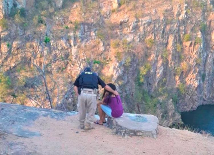 Agentes encontraram a jovem em uma ponte às margens da BR 110 - Foto: Divulgação   PRF