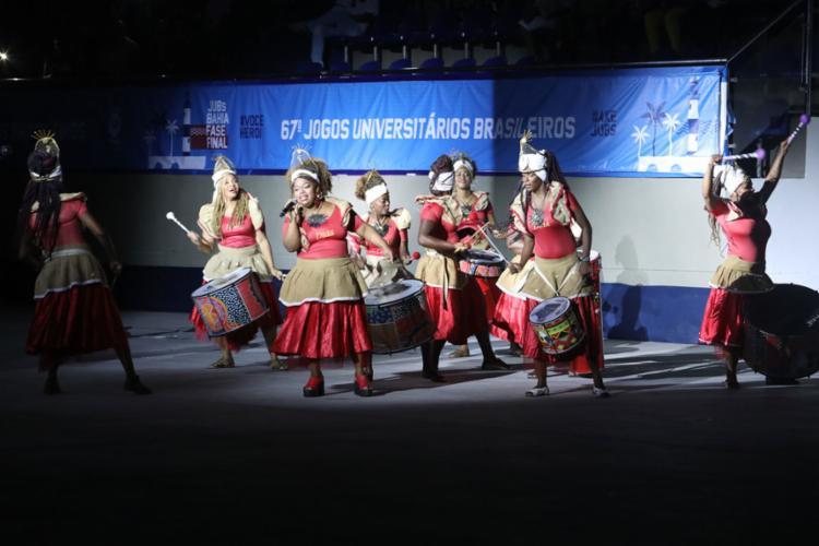 Abertura dos Jogos começou com desfile das delegações, marcada por animada percussão no CPJ, que reuniu os 2.500 estudantes - Foto: Felipe Iruatã   Ag. A TARDE
