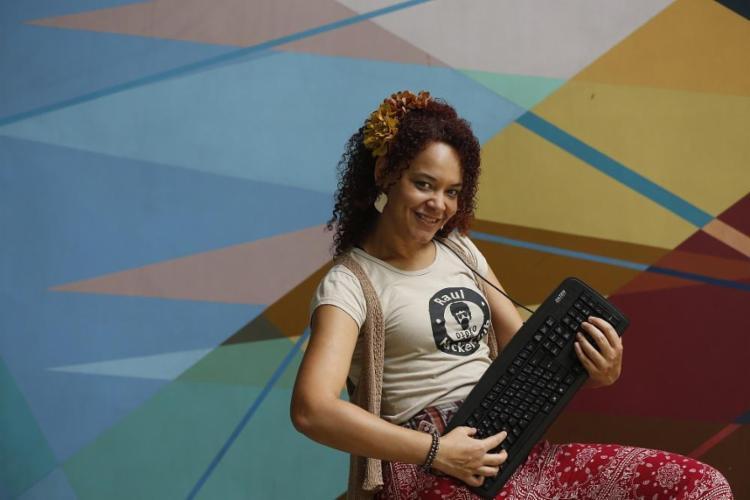 O trabalho da professora Karina Menezes sobre pedagogia hacker foi premiado pela Capes como um dos melhores do país - Foto: Rafael Martins / Ag. A TARDE