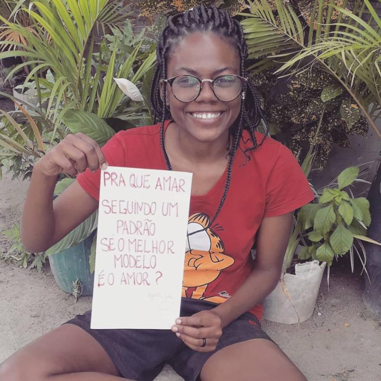 Os poemas da feirense Júlia Suzarte do distrito de São José da comunidade Lagoa Grande vem sendo divulgados por artistas nacionais famosos - Foto: Reprodução | Instagram