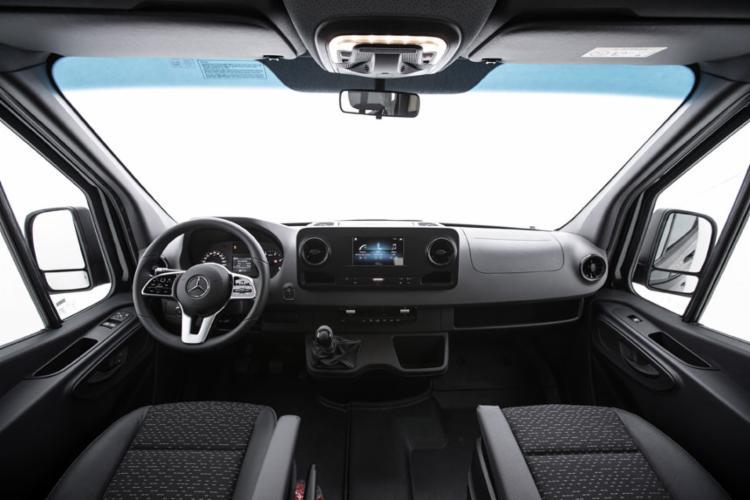 Cockpit similar ao de um automóvel