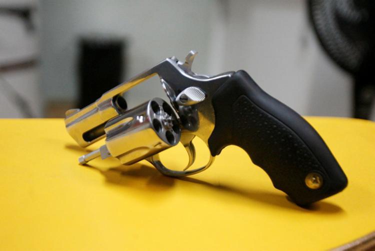 Informação sobre porte de arma do agressor deve ser anexada ao processo - Foto: Luciano da Matta | Ag. A TARDE