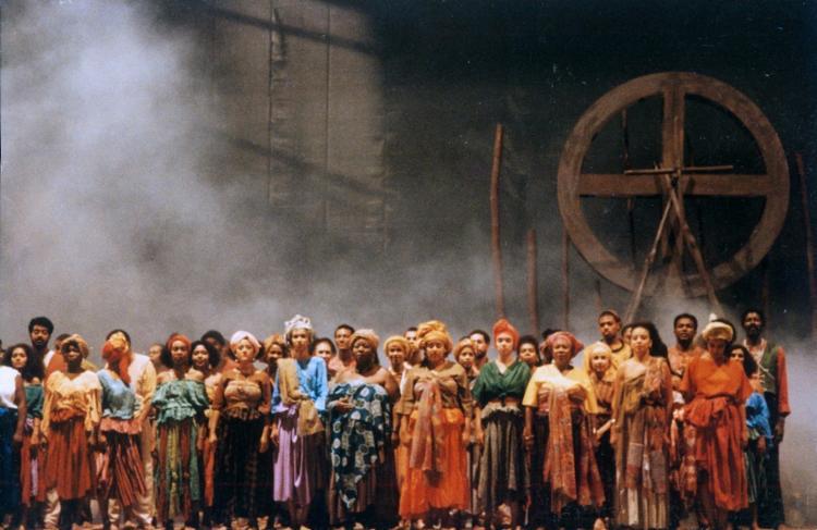 Escrito por Ildásio Tavares e Lindembergue Cardoso, o espetáculo foi encenado pela primeira vez em 1995
