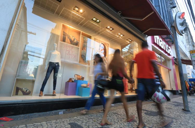 A decisão é válida para lojas de ruas e shoppings - Foto: Joá Souza | Ag. A TARDE | 28.9.2015