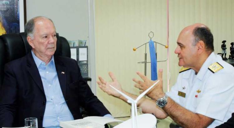 Vice-almirante Silva Lima e governador em exercício Leão tiveram reunião esta manhã - Foto: Divulgação