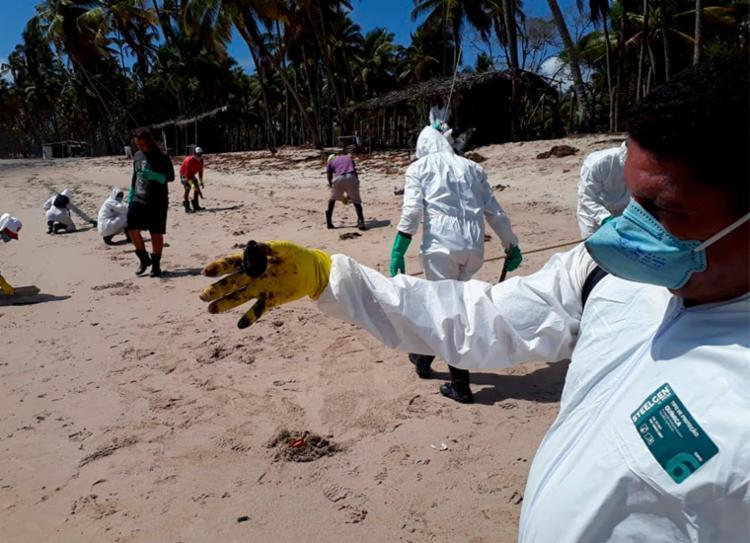 Voluntários receberam equipamentos para atuar na limpeza das praias - Foto: Fernando Amorim   Cidadão Repórter